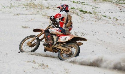 O mineiro Dário Julio é piloto da equipe oficial Honda / Mobil