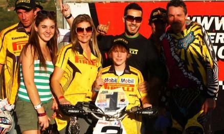 Enzo e seus familiares comemoraram o título de campeão na 65