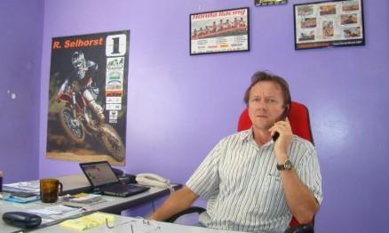 Selhorst é empresário nos ramos de auto-peças e comunicação