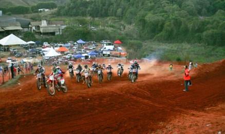 Oitavo Motocross Freestyle agitou Campestre