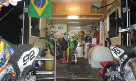 Oficina instalada dentro do caminhão de Enzo Lopes