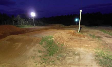 A pista de Supercross de Viamão é iluminada