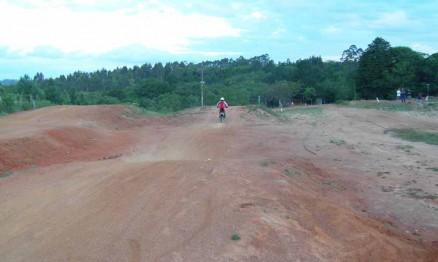 A pista de SX da Grande Porto Alegre tem obstáculos variados