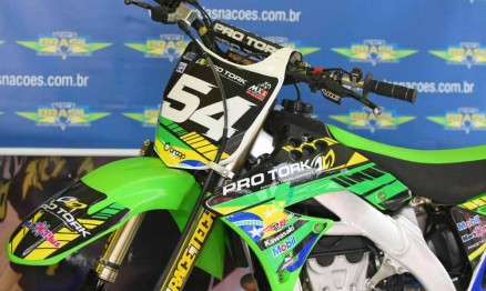 Grafismo das motos do Team Brasil 2011
