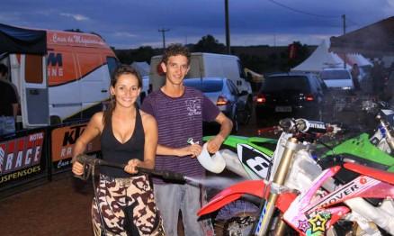 Jana Todeschini e Tatu Basso. Amar é ... lavar a moto juntos !!!