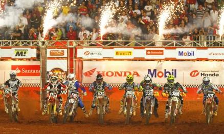 Largada da categoria MX2 em Brasilia