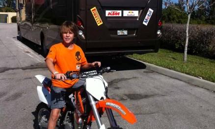 O brasileiro Enzo e seu motor-home na Flórida
