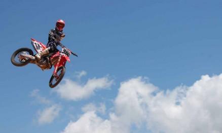 Higor voando alto com sua Honda CRF 450