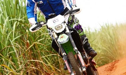 Ramon em ação com sua Kawasaki KXF 450