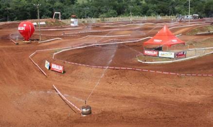 Visual da pista de Marau com seu sistema de irrigação
