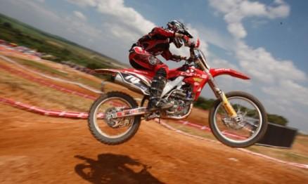 Pepê Bueno em ação na Superliga de Motocross