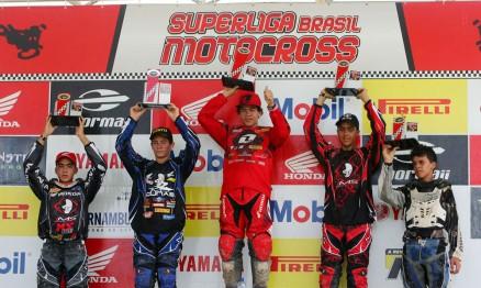 Pódio da categoria MX Júnior na etapa de Recife