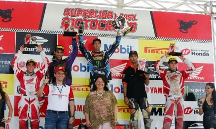 Pódio da categoria MX Pró na etapa de Recife