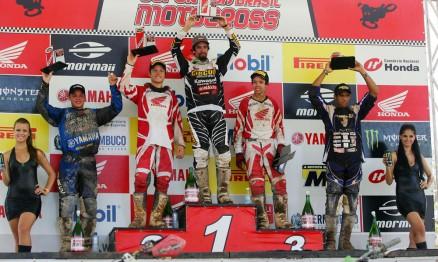 Pódio da categoria MX2 na etapa de Recife