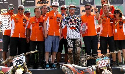 Team KTM comemorando a dupla vitória no México