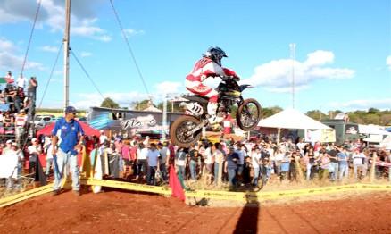 Vitor em ação no Paranaense de Motocross na categoria 85