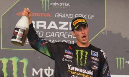 Tommy Searle comemora sua vitória no GP Brasil MX2