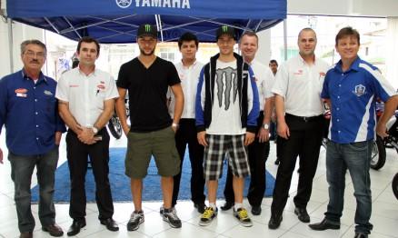 Charlier e Philippaerts com vendedores da Geração / Yamaha