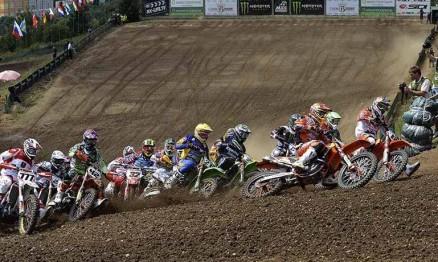 Largada da categoria MX1 no GP da República Tcheca