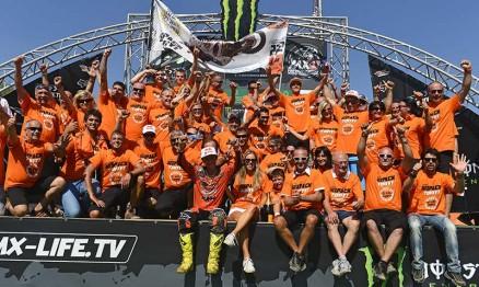 Equipe KTM comemora mais um título de Cairoli
