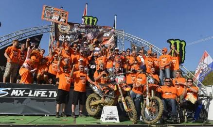 Equipe KTM comemorando o título de Herlings na MX2