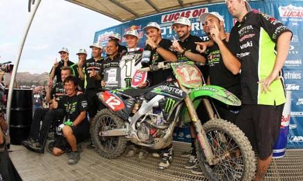 Equipe Pro Circuit comemorando o título de Baggett