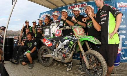 Baggett e equipe comemorando o título do AMA MX 250 2012