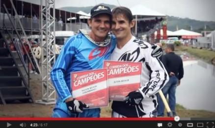 Vídeo – Chumbinho e Elton na homenagem aos Campeões