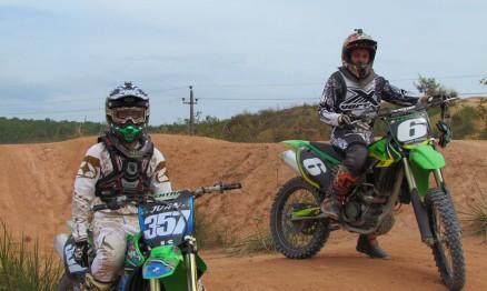 Vídeo – Juan e João treinando Motocross na Ilha