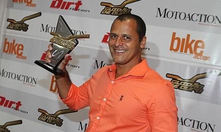 Wellington Valadares recebe troféu Guidão de Ouro