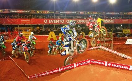 Duelo entre brasileiros e gringos agita segunda etapa do Arena Cross em Uberlândia (MG)