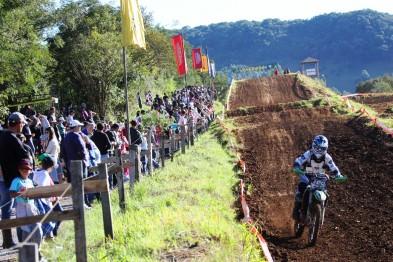 Douglas Finatto venceu a 5ª etapa do regional de motocross