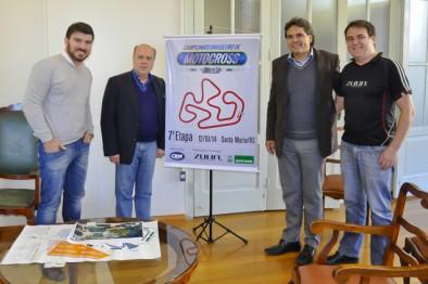 Tubias Calil (Secretário de Obras) Cezar Schirmer (Prefeito) Firmo H. Alves (Presidente da CBM) Anisteu Faggion (Diretor Zuun Motorcycles)