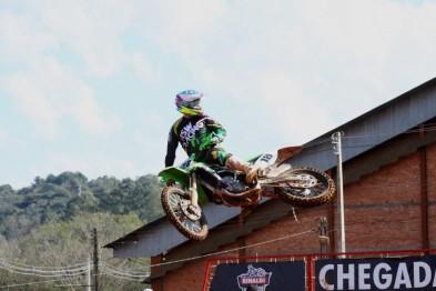 Cordeiro retorna com vitória na MX3