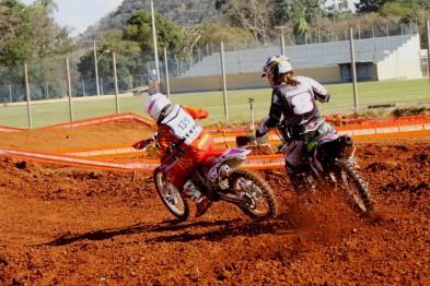 Janaina #139 volta a vencer  no gaúcho de Motocross na feminina A, após muito tempo de jejum