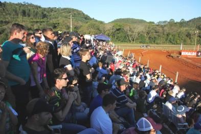 Público de mais de 6 mil pessoas lotou as dependências do motódromo de MARAU/RS