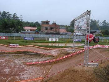 Chuva castiga pista e programação  do Brasileiro de MX em Canelinha é alterada