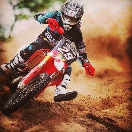 Stefany Serrão é campeã latino-americana de motocross feminino