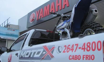 Levantamos acampamento no pátio da Moto X Yamaha