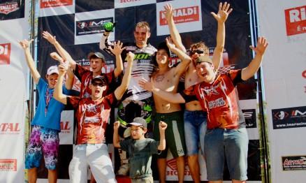 """Douglas """"Duda""""  Parise, faz aniversário nesse dia 5 de setembro, o piloto Gaúcho, campeão 2013 da MX pró, está nos braços dos torcedores. Certamente farão uma festa e tanta em Casca, cidade natal do piloto."""
