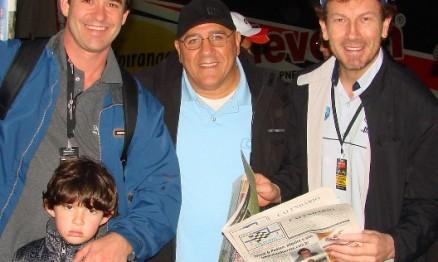 Aniversariante do dia 9 de Novembro, Hugo C. Martinez, entre Rafael e Negretti