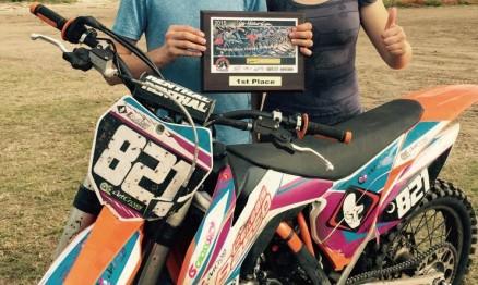 Primeiro troféu do ano, 1º lugar ao lado de seu irmão, Mateus.
