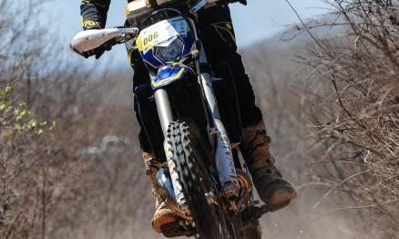 Wesley Macedo vence novamente nas motos e abre vantagem na liderança do Rally Piocerá 2015