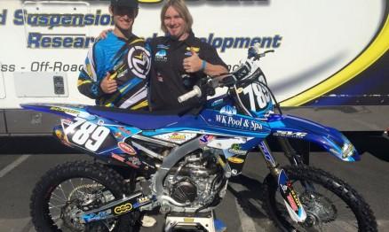 Jean com sua YZF 250 e Travis Gage, dono da equipe WK Pool & Spa TBT Racing
