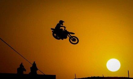 A ação do Mundial de Motocross 2015 começou hoje no Qatar.