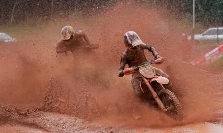 Mateus Basso e João Pedro Ribeiro superam o barro e vencem o Rinaldi Gaúcho de Motocross em Fagundes Varela