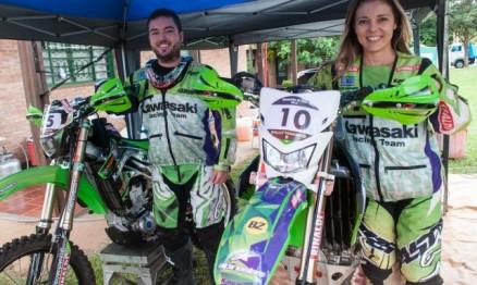 Ramon e Moara Sacilotti, pilotos do Team Rinaldi no Brasileiro de Rally Baja.