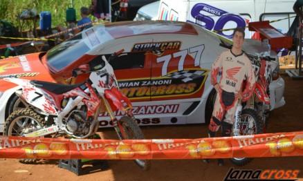 Stand de exposição apresentou motos, um stock car, banners do eterno campeão.