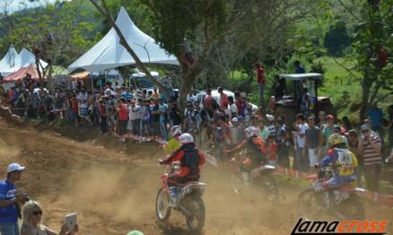 O público compareceu em peso na corrida, pessoas de diversos estados visitam Divino no final de semana.
