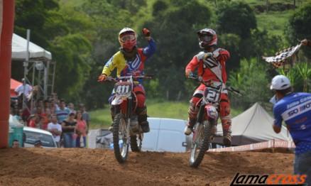 Maicon Rosa #411 e Marcelo Pereira #21 comemoram na chegada da Nacional A.